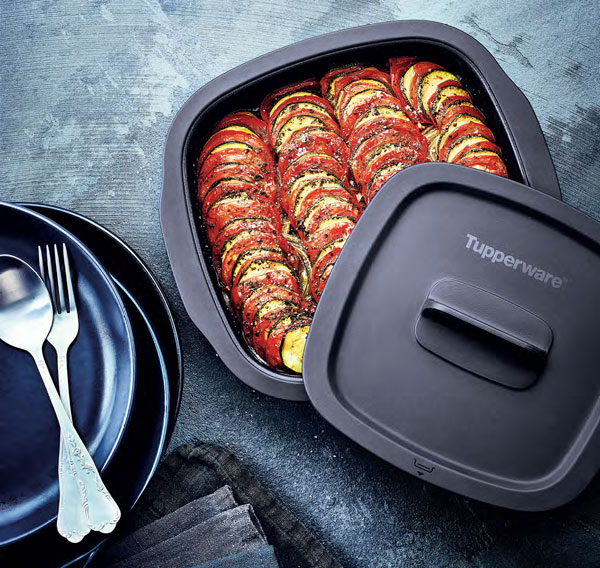 Micro Pro Grill Tupperware en action